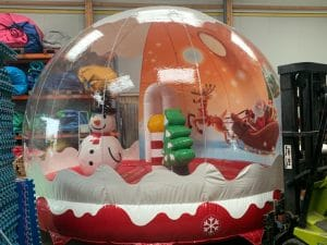 boule-neige-special-noel-gonflable-structures-animations-2